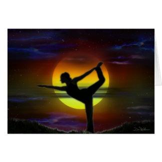 Yoga de la mujer de la luna tarjeta
