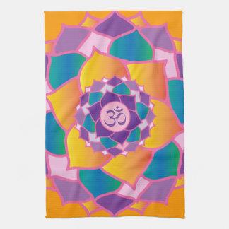 Yoga elegante de Chakra de la corona brillante y c Toalla De Cocina