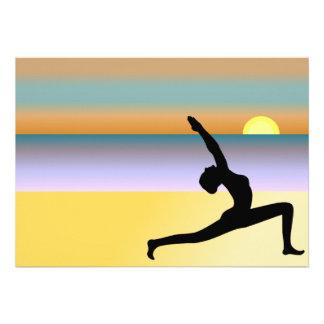 Yoga en las invitaciones del personalizado de la p invitación