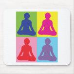 Yoga multicolora de la actitud de Lotus Alfombrilla De Ratón