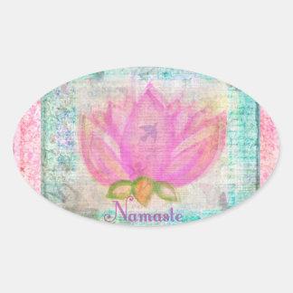 Yoga rosada de Namaste del flor de Lotus Pegatina Ovalada