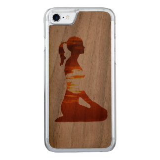 Yoga woman meditating in the evening sun carved iPhone 8/7 case
