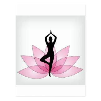 yogui en loto rosado postal