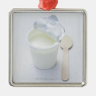 Yogur en taza disponible abierta adorno navideño cuadrado de metal