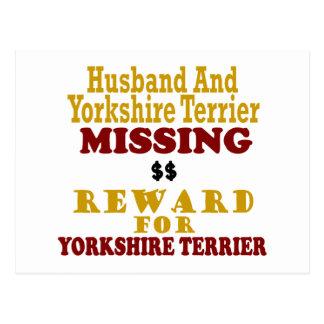 Yorkie y recompensa que falta del marido por postales