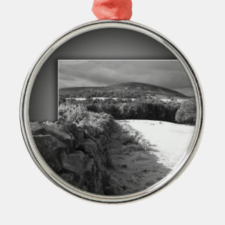 Yorkshire stone wall metal ornament