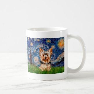Yorkshire Terrier 17 - noche estrellada Taza Clásica