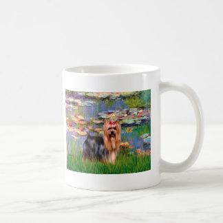 Yorkshire Terrier 9 - lirios 2 Taza Clásica