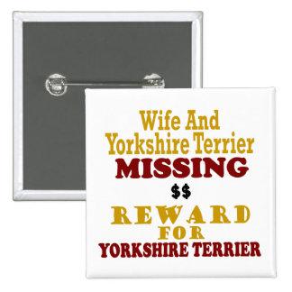 Yorkshire Terrier y recompensa que falta de la esp Pin