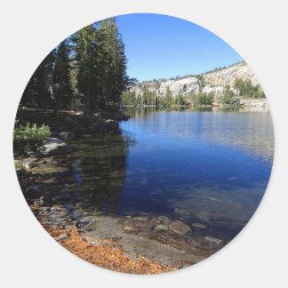 Yosemite puede lago pegatina redonda