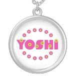 Yoshi en el rosa de Flores Collar Plateado