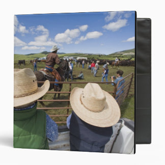 Young boys take in the 2007 Hughes Ranch 3 Ring Binder