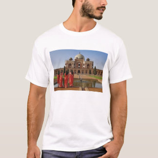Young Indian ladies and Humayun's Tomb, Delhi, T-Shirt