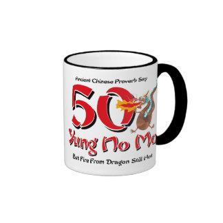 Yung ningún 50.o cumpleaños del MES Taza De Dos Colores
