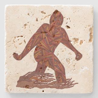 Z Bigfoot Sasquatch que camina para el fiesta Posavasos De Piedra