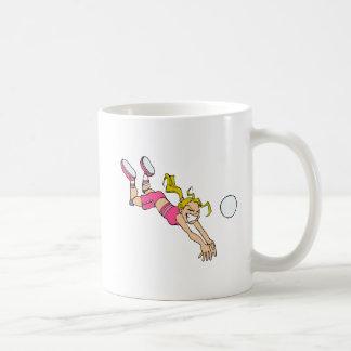Zambullida del chica del voleibol taza