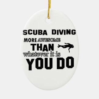 zambullida del equipo de submarinismo más adorno navideño ovalado de cerámica