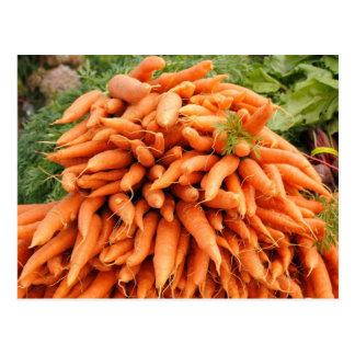 Zanahorias en el mercado de los granjeros postales