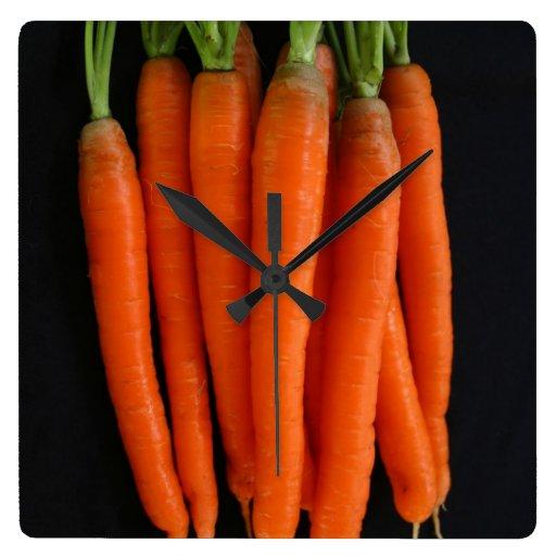 Zanahorias frescas reloj cuadrado