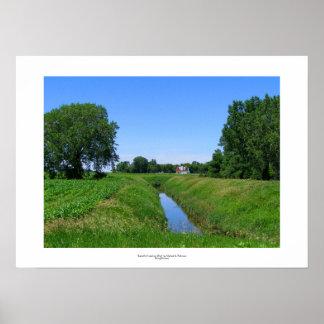 Zanja de irrigación hermosa de la foto de la póster