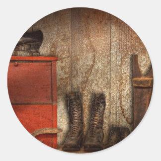 Zapatero - el limpiabotas 1900 del zapato pegatina redonda
