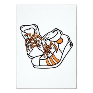 zapatillas de deporte anaranjadas y blancas del invitación 12,7 x 17,8 cm