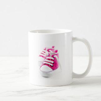 Zapatillas de deporte rosadas de los zapatos de la tazas