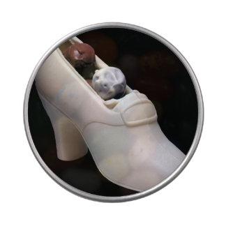 Zapato blanco del chocolate con las trufas jarrones de dulces