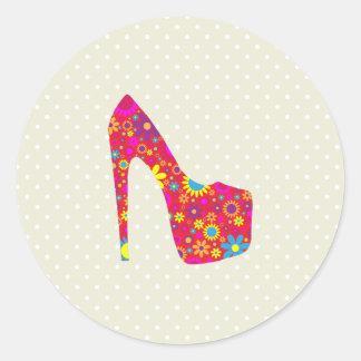 Zapato del tacón alto, flores - azul amarillo rojo pegatina redonda
