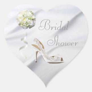 Zapato elegante del boda y ducha nupcial del ramo pegatina en forma de corazón