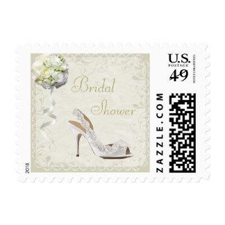 Zapato elegante del boda y ducha nupcial del ramo sellos