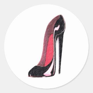 Zapato izquierdo negro brillante del estilete pegatina redonda
