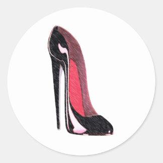 Zapato negro brillante del estilete pegatina redonda