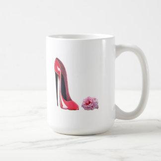 Zapato rojo del estilete del talón negro y subió taza