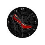 Zapato rojo descarado relojes de pared