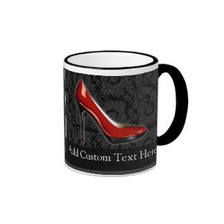 Zapato rojo descarado taza de dos colores