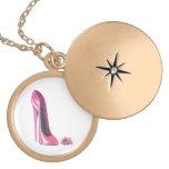 Zapato rosado del estilete y collar color de rosa