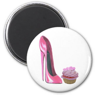 Zapato rosado del estilete y magdalena rosada con  iman de nevera