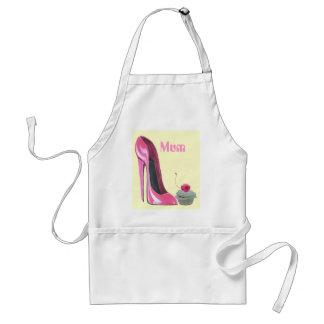 Zapato y magdalena rosados del estilete delantal