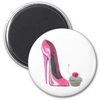 Zapato y magdalena rosados del estilete imán para frigorifico