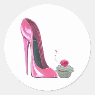 Zapato y magdalena rosados del estilete pegatina redonda