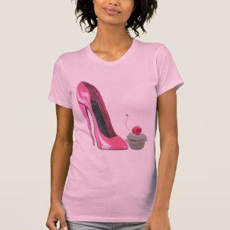 Zapato y magdalena rosados del estilete playera