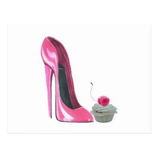 Zapato y magdalena rosados del estilete postal