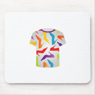 Zapatos coloridos de la plantilla de la camiseta alfombrilla de ratones