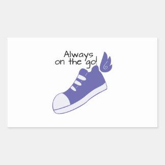¡Zapatos cons alas siempre en camino! Pegatina Rectangular