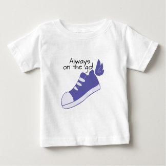 ¡Zapatos cons alas siempre en camino! Poleras