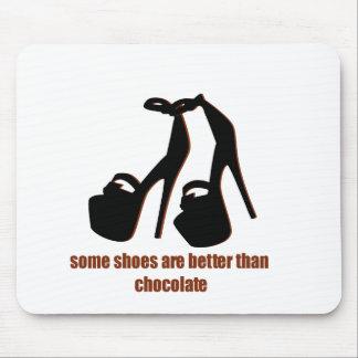 Zapatos contra gráficos divertidos del chocolate tapete de ratón