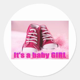 Zapatos de bebé lindos de la niña pegatina redonda
