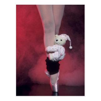 zapatos de dedo del pie del ballet con el oso de p postal