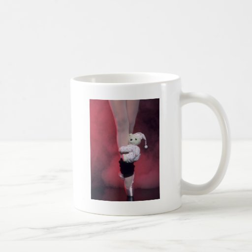 zapatos de dedo del pie del ballet con el oso de taza de café
